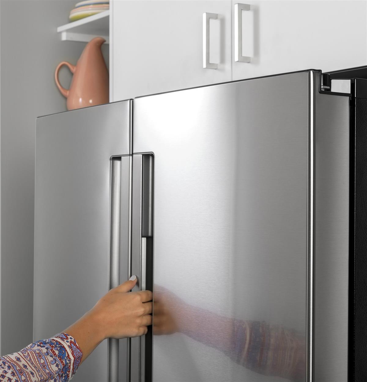 Sleek lines and a cool, integrated handle give your refrigerator a standout style of its own. Inside, sharp lighting and blue-tinted bins add flare and functionality.