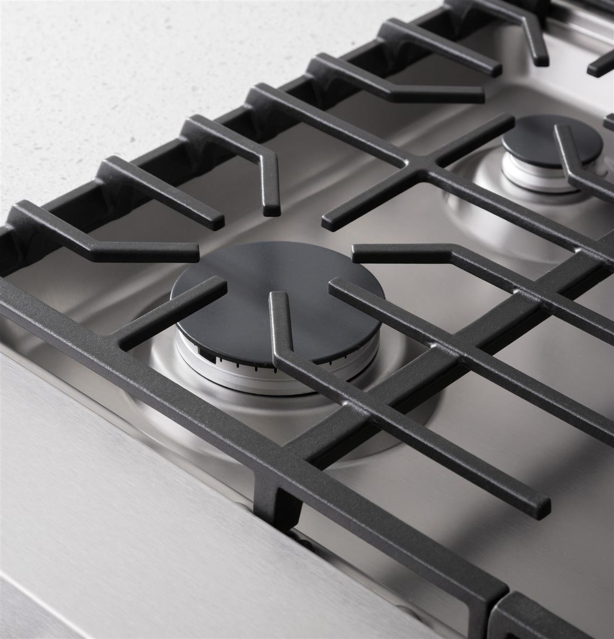 Go with your culinary flow. Continuous grates allow for easy movement of cookware, while providing even heat distribution with better heat retention.