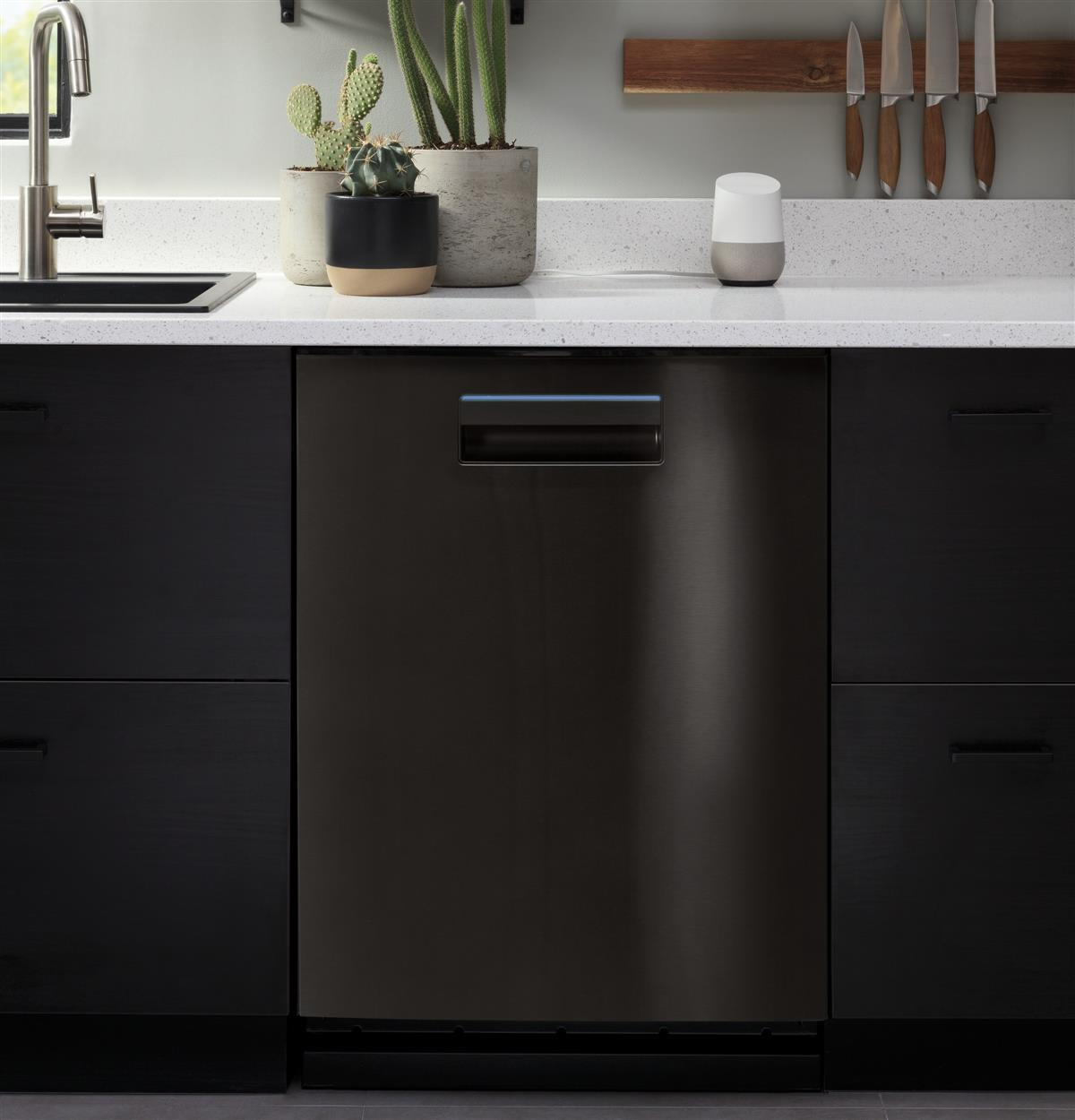 At-a-glance, the status bar lets you know how your dishwasher is doing, while you're busy doing other things. The bar turns blue when it's running and white when it's finished